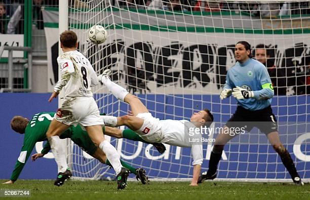 1 Bundesliga 04/05 Moenchengladbach 050305 Borussia Moenchengladbach VfL Wolfsburg Tor zum 10 durch Vaclav SVERKOS/BMG keine Chance fuer Thomas...