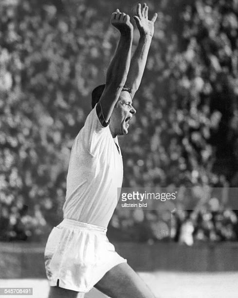 1 Bundesliga 19651966 1 Spieltag Tasmania Berlin Karlsruher SC 20 im Berliner Olympiastadion Jubel von Horst Talaszus