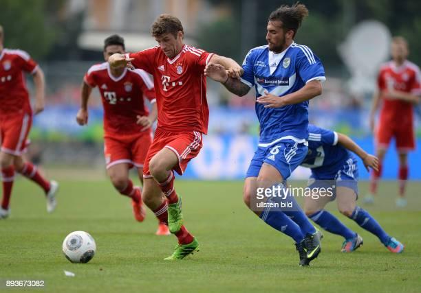 FUSSBALL 1 Bundesliga 2013/2014 Testspiel FC Bayern Muenchen Brescia Calcio Thomas Mueller gegen AntonioCaracciolo