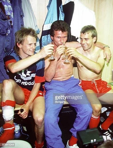 1 Bundesliga 88/89 Bayern Muenchen Muenchen Bayern Muenchen Deutscher Fussballmeister 1989 Hans DORFNER Trainer Jupp HEYNCKES und Hansi FLICK