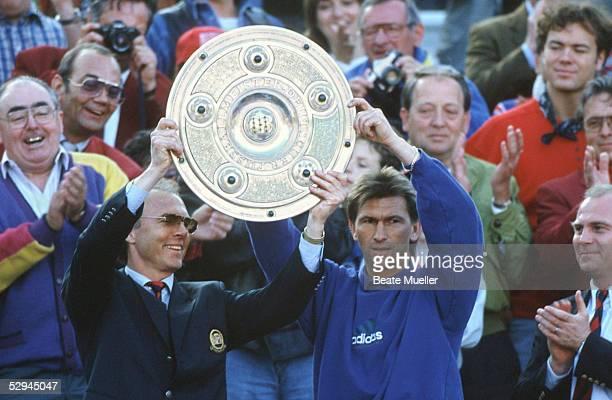 1 Bundesliga 93/94 Muenchen FC Bayern Muenchen FC Schalke 04 20 Trainer Franz BECKENBAUER CoTrainer Klaus AUGENTHALER Uli HOENESS