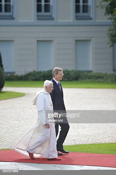 Bundespräsident Christian Wulff empfängt Seine Heiligkeit Papst Benedikt XVI im Schloss Bellevue in Berlin