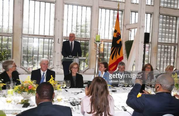 Bundespräsident Dr FrankWalter Steinmeier und das diplomatische Korps besuchen Sachsen Anhalt / Fototermin Schloß Oranienbaum Orangerie Mittagessen...