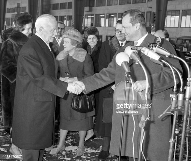 Bundespräsident Dr. Heinrich Lübke verließ am Montagmittag, dem , die deutsche Hauptstadt Berlin. Bevor Lübke die amerikanische Sondermaschine auf...