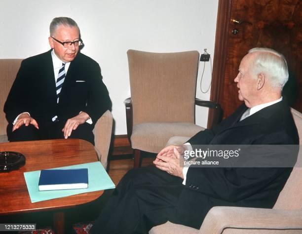 Bundespräsident Heinrich Lübke empfängt am 11 März 1969 in der Villa Hammerschmidt den vor sechs Tagen zu seinem Nachfolger gewählten Dr Gustav...