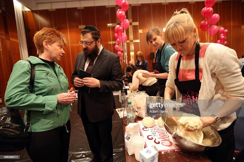 Orthodox Jewish Community Holds Kosher Fest : News Photo