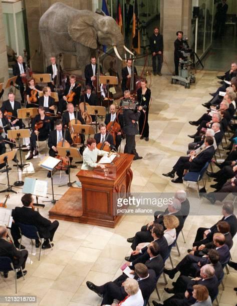 Bundestagspräsidentin Rita Süssmuth redet am 1.9.1998 beim gemeinsamen Festakt von Bundestag und Bundesrat in Bonn anläßlich der ersten Sitzung des...