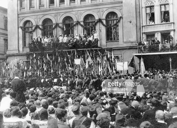 Bundestagung der Jugend des GdA in Stralsund Kundgebung auf dem Marktplatz August 1924