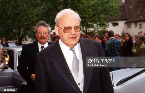 Bundesverfassungsgerichtspräsident Roman Herzog auf dem Weg zur Hochzeit von Maximilian von Fürstenberg mit Diana von Berlichingen in Jagsthausen,...
