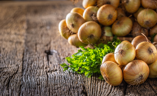 bundle of freely lying dried onion on a wooden table 1171701007