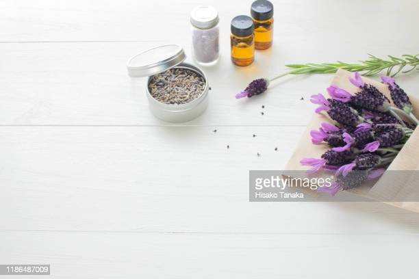 bundle of lavender flowers wrapped in paper,dry lavender and oil - 芳香 ストックフォトと画像