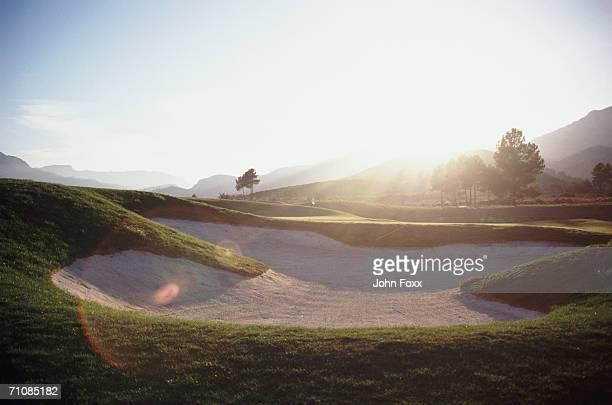 bunker at golf course - バンカー ストックフォトと画像