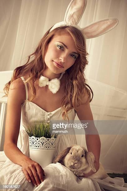 bunny Mädchen mit baby rabbit