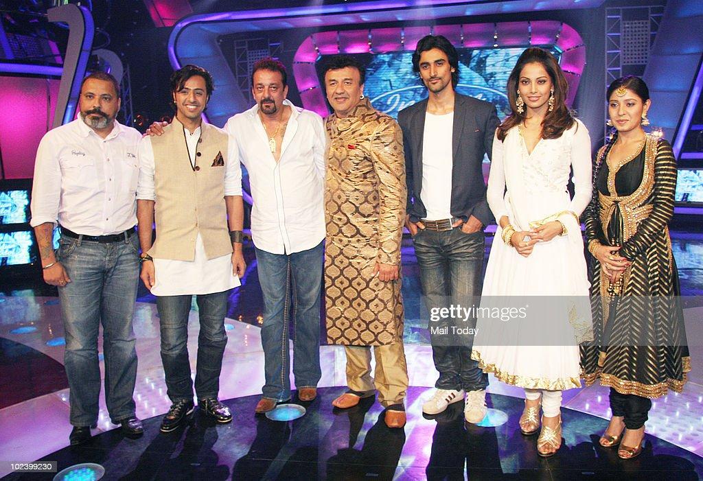 Bunty Walia Salim Merchant Sanjay Dutt Anu Mallik Kunal Kapur Bipasha Basu and Sunidhi Chauhan on the sets of Indian Idol 4 in Mumbai on June 24 2010