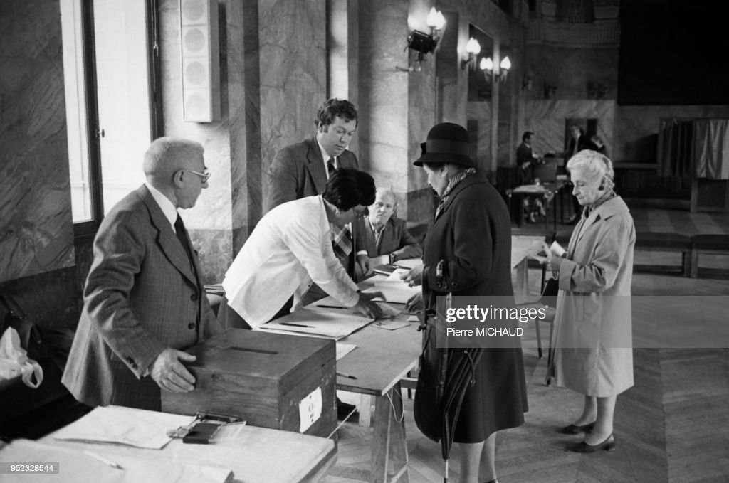 Bureau de vote à paris en pictures getty images