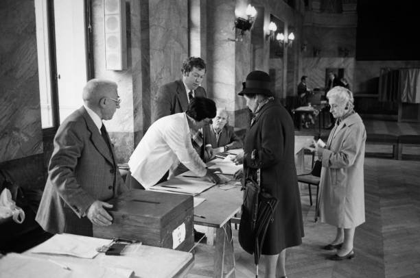 Bureau de vote à paris en 1978 pictures getty images