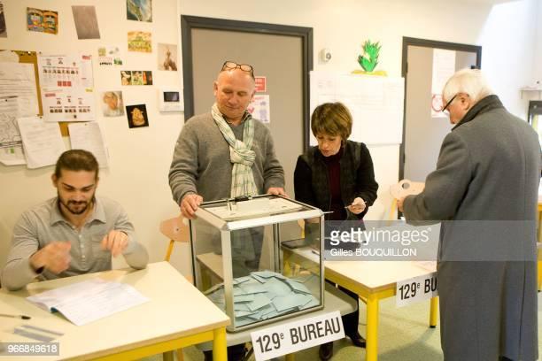 Bureau De Vote Stock Pictures Royalty Free Photos Images Getty Images
