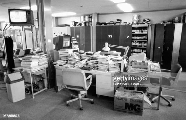 Bureaux vides lors de la grève à Antenne 2 le 26 septembre 1988 Paris France