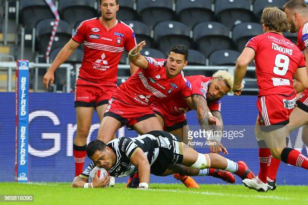 Bureta Faraimo of Hull FC scores a try during the Betfred Super League match between Hull FC and Salford Red Devils at KCOM Stadium on June 8 2018 in...