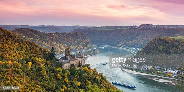 burg katz castle and romantic rhine in autumn at sunset, germany - castle stock-fotos und bilder