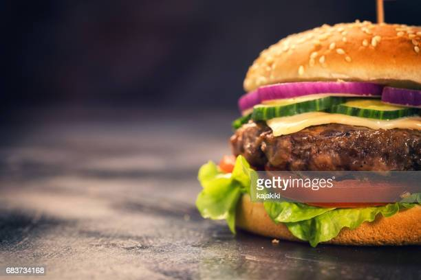 burger for 4th of july - cheeseburger stock pictures, royalty-free photos & images