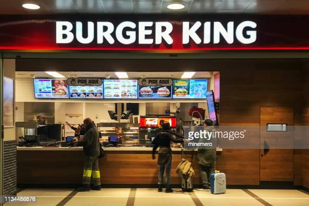 burger king restaurant at barcelona international airport - burger king stock pictures, royalty-free photos & images