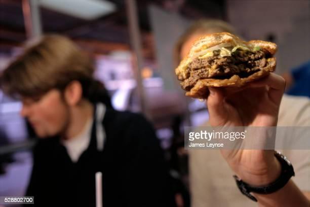 burger king's big king burger - burger king stock pictures, royalty-free photos & images