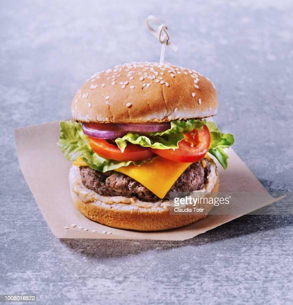 burger - cheeseburger stock pictures, royalty-free photos & images