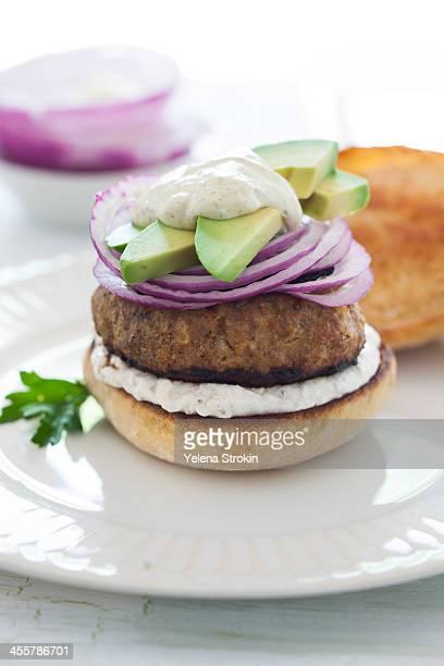 burger with avocado and onion - 西洋わさび ストックフォトと画像