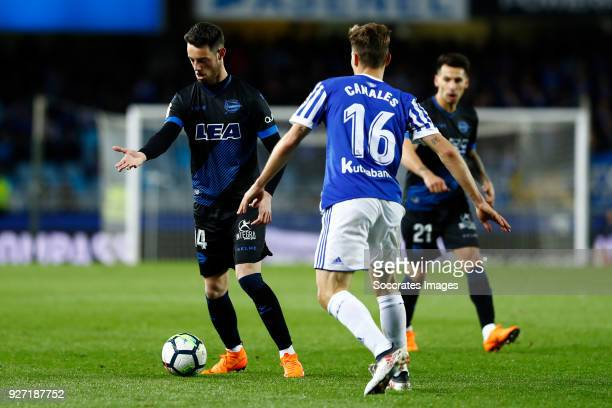 Burgui of Deportivo Alaves Sergio Canales of Real Sociedad during the match between Real Sociedad v Deportivo Alaves at the Estadio Anoeta on March 4...