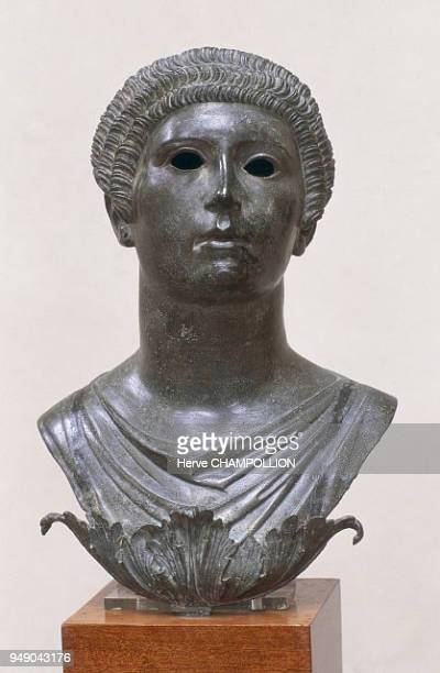 Cote d'Or the Alesia Museum in AliseSainteReine A GalloRoman bust of a woman dating from the 1st century AD Bourgogne Côted'Or musée Alésia à...
