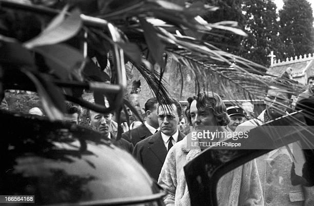 Burial Of Gerard Philippe In Ramatuelle Ramatuelle 28 Novembre 1959 Au cimetière lors de l'enterrement de Gérard PHILIPE comédien et acteur de cinéma...