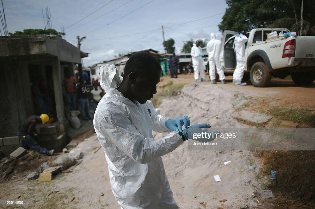 Liberia Battles Spreading Ebola Epidemic : Fotografia de notícias