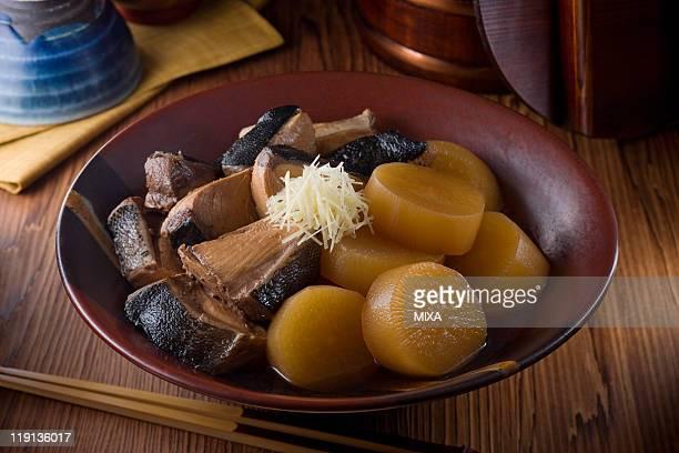 buri-daikon - とろ火で煮た ストックフォトと画像