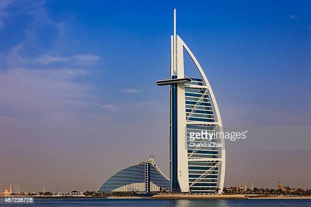 Dubai, VAE:  Das Burj Al Arab, zum Jumeirah Beach Hotel.