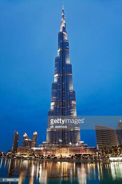 burj khalifa dubai at night - burj khalifa stock pictures, royalty-free photos & images
