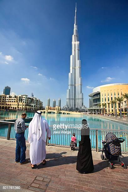 burj khalifa, the tallest building in the world - jake warga stock pictures, royalty-free photos & images