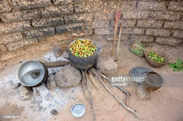 Burkina Faso, village Toeghin, cooking of the fruits of the shea tree