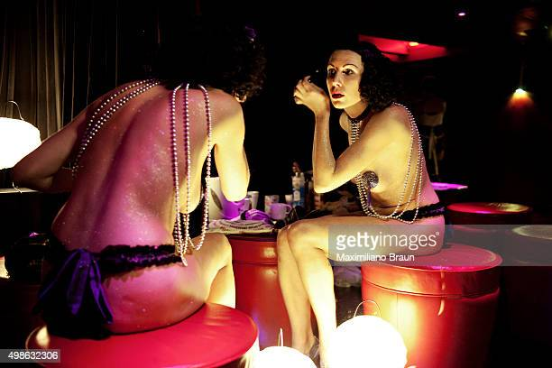 Burlesque artist Miss Daisy Deluxe preparing for her show on a Wam Bam Club night at the backstage of Cafe de Paris Every Saturday night Cafe de...