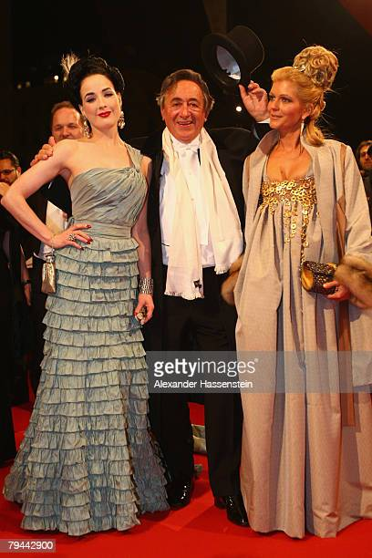 Burlesque artiste Dita Von Teese arrives with Richard Lugner and his girlfriend Bettina Kofler for the Vienna opera ball on January 31, 2008 in...