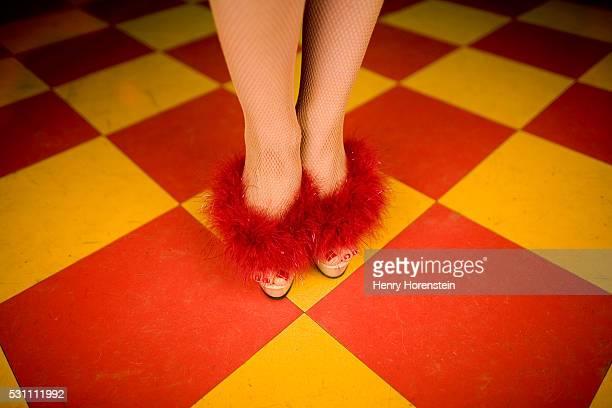 burlesque dancer wearing fur trimmed heels - burlesque stock pictures, royalty-free photos & images