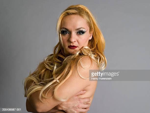 burlesque performer, portrait - burlesque striptease stock-fotos und bilder