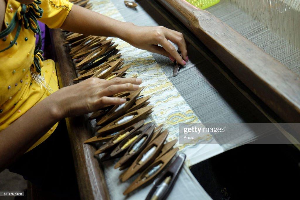Weaving workshop. : News Photo