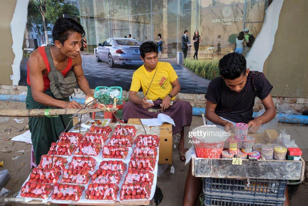 Street peddlers in Rangoon. : News Photo