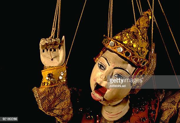 Burmesisch marionette auf schwarzem Hintergrund
