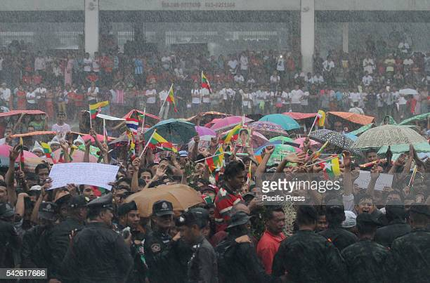 Burmese supporters living in Thailand welcomes Aung San Suu Kyi Chairman of State of Myanmar visited and embolden Burmese labor at Talay Thai market