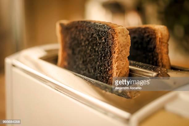 burned bread (bad mornigs deserve a second chance) - alejandro ascanio fotografías e imágenes de stock