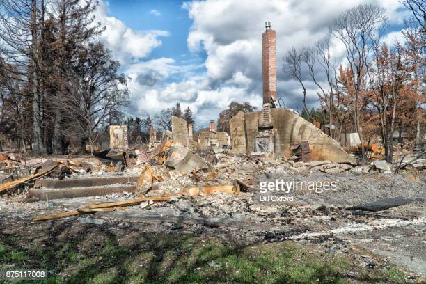 burned neighborhood - california wildfire stock pictures, royalty-free photos & images