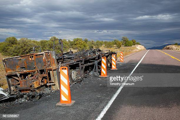 burned truck trailer on side on road - timothy hearsum photos et images de collection