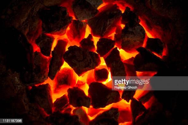 burning coal oven - fuego al aire libre fotografías e imágenes de stock